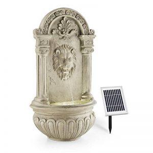 Blumfeldt Fontaine de jardin • 2W solaire • LED à 4 rayon intégré polyrésine • jeu d'eau avec tête de lion crachant • prévue pour une installation murale • mini-pompe pour faire circuler jusqu'à 200l/h d'eau • effet détente garanti • imitation pierre de l image 0 produit