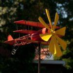 Carillon éolien en métal avion de baron rouge-résistant aux intempéries, avec effet vieilli-éolienne : 30 cm, motif : 44 x 46 cm, hauteur totale : 160 cm-avec standstab de la marque IMC Networks image 1 produit