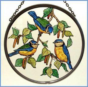Décoratif peint à la main en forme de vitrail Attrape-soleil/Patch dans une mésange bleue. de la marque Winged Heart presented by Celtic Glass Designs image 0 produit