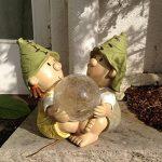 Décoration de jardin à énergie solaire en résine avec boule lumineuse qui change de couleur Motif lutin/troll Lilly and Len de la marque FHFY Garden image 1 produit