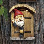 Design Toscano QL4281 Garden Gnome Statue - Knothole Bienvenue Gnomes - Gnome arbre porte - Fairy Garden - Gnome Village de la marque Design Toscano image 4 produit