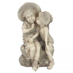 Design Toscano Statue garçon et fille qui s'embrassent de la marque Design Toscano image 0 produit