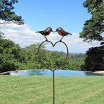 Farm and Garden Le cette Année. ravissant RSPB en métal s'embrassant rouge-gorges sur un cœur Pique 1.1m de hauteur–partie du fait main Tilnar Commerce équitable Gamme de la marque Farm and Garden image 1 produit