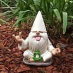 «George», le nain de jardin rocker avec grenouille zen. Ce nain de jardin allie le calme et la tranquillité au rock 'n roll pour votre jardin enchanté, par GlitZGlam de la marque GlitZGlam image 3 produit