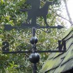 Girouette en fer forgé, motif chasseur de la marque AUBRY-GASPARD image 2 produit