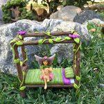 Lit Bébé Nain Féerique Miniature - Lit 4 Poteaux Miniature pour votre Fée et Nain de Jardin, Lutin et Farfadet - Accessoire Jardin Féerique de la marque GlitZGlam image 1 produit