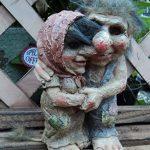 Loved Up Troll et Couple Talula Tarquin Nain de jardin décorative de la marque Flame image 1 produit