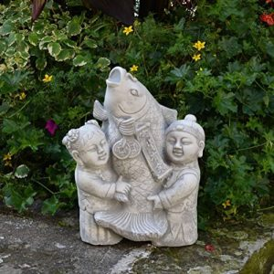 Lustige Statue de jardin japonais Koi poisson avec enfants en pierre au gel de la marque gartendekoparadies.de image 0 produit