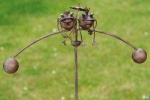 Mobile à vent en métal, Roi et Reine grenouille. de la marque Gardens2you image 0 produit