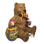Ours et gnomes miniatures avec miel, une statue de nain de jardin pour votre jardin enchanté de la marque GlitZGlam image 1 produit